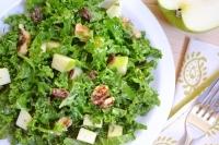 Салат из капусты с яблоками и орехами
