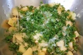 Картофельный салат с зеленью горчицы