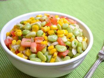 Летний салат с кукурузой и фасолью