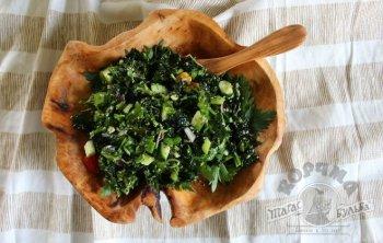 Овощной салат с капустой кале