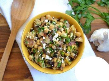 Салат с нутом и запеченными овощами