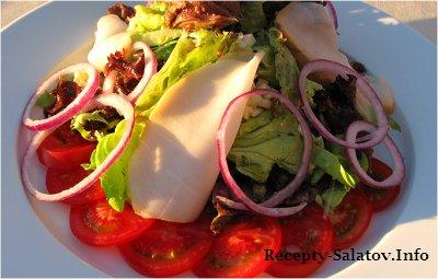 Салат с белым тунцом анчоусами и огурцами