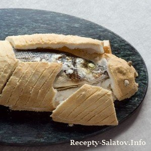 Сибас целиком запеченные в шубе из морской соли