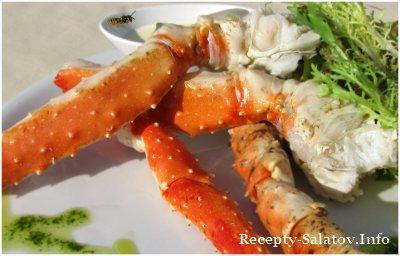 Краб приготовленный на пару с имбирным соусом и листьями салата