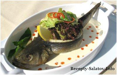 Запеченный Сибас со сливочным соусом и красной икрой