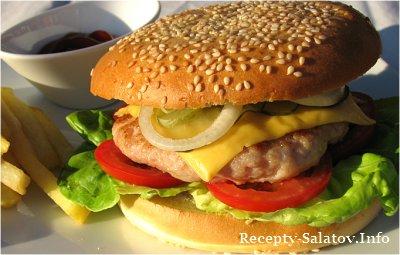 Чизбургер с курицей в булочке с кунжутом