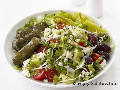 Греческий салат с долмадес