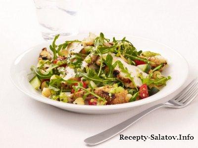 Гриль-салат с курицей, рукколой и заправкой гаспачо