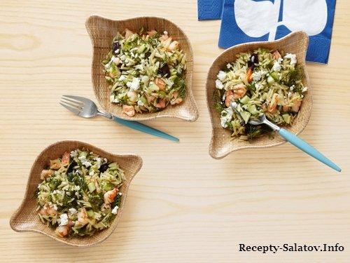 Образец подачи блюда - Салат из пасты орзо с креветками и сыром фета