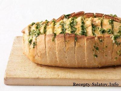 Французский бутерброд с чесночным хлебом и петрушкой