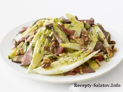 Сочный теплый салат из цикория с говядиной