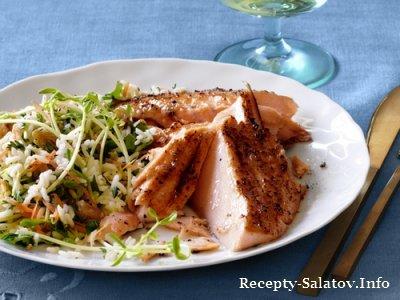 Рисовый салат к рыбе  с морковью травами и изюмом