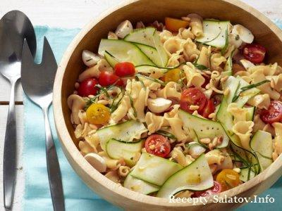 Овощные салат из макарон с цукини и моцареллой
