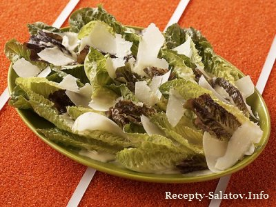 Весенний салат ромэн с заправкой Цезарь