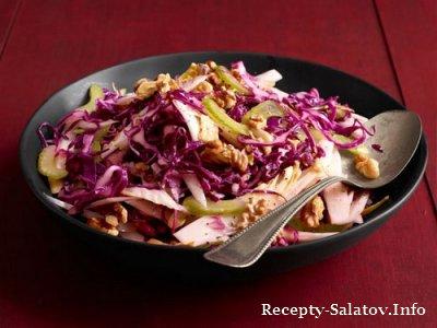 Салат эндивия и сельдерея с грецкими орехами