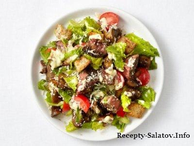 Овощные салат с говядиной и маринованным перцем горошком