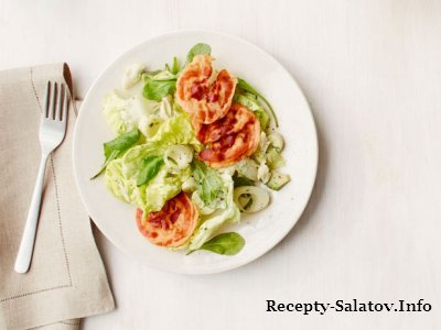Крабовый салат с авокадо и жареной панчеттой