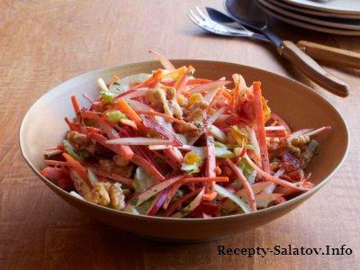 Салат с желтым изюмом и беконом Вальдорф