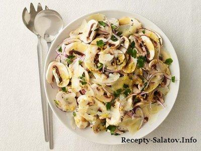 Сочный грибной салат с овечьем сыром пекорино