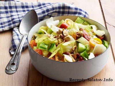 Летний сочный салат из помидоров черри и эндивия