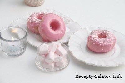 Десерт пончики в малиновой глазури рецепт