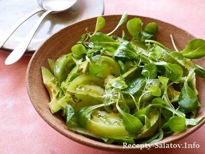 Итальянский салат с зелеными помидорами и авокадо