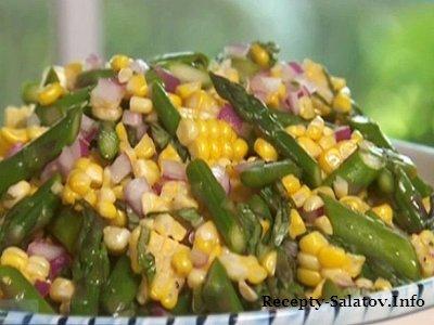 Сочный летний салат из спаржи и кукурузы