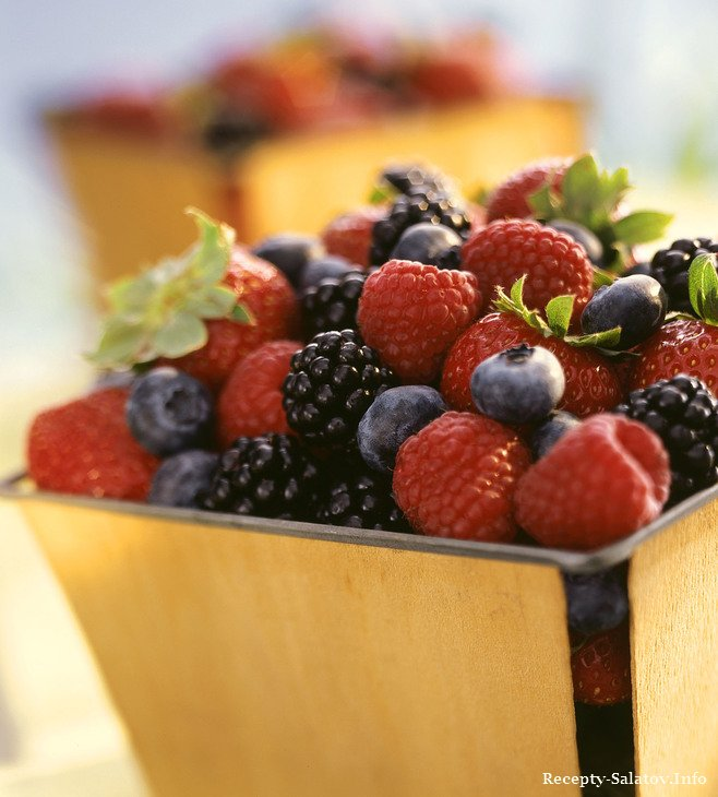 черника, клубника, малина, ежевика, богаты витамином С