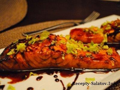 Запеченная семга в винно-соевом соусе