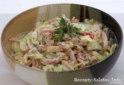 Сочный свежий салат с яйцом и ветчиной