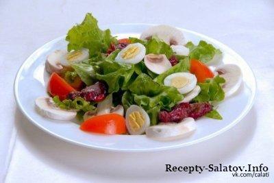 Лионский салат с перепелиными яйцами