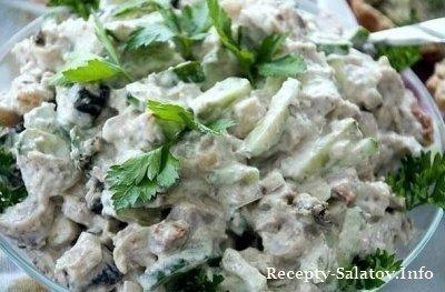 Весенний салат свежесть из яблок и курицы