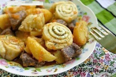 Нудли жареный картофель с говядиной