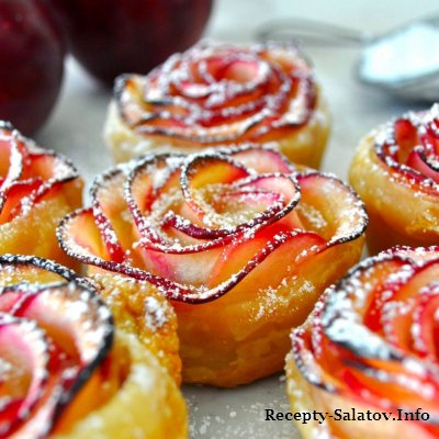 Красивое лакомство запеченные  яблоки в тесте