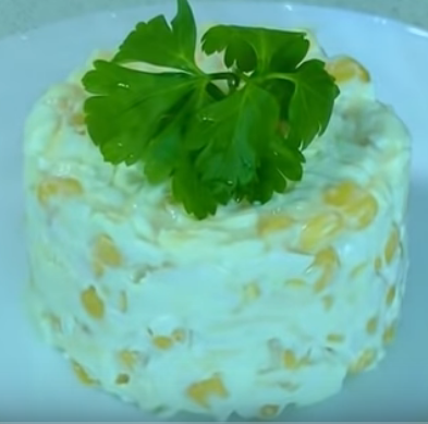 Салат Минутка с кукурузой и яйцом
