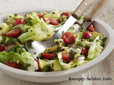 Салат с помидорами авокадо и кедровым орехом