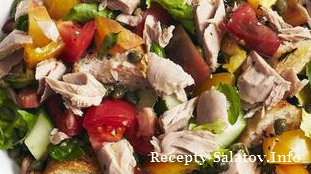 Итальянский салат панцанелла с тунцом