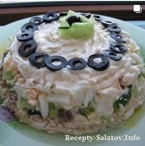 Слоеный салат со свежим огурцом