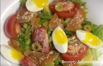 Салат со слабосоленой семгой и помидорами