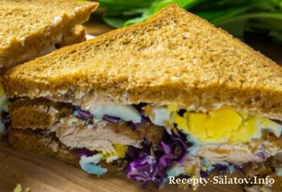 Клаб сандвич с сыром зеленью и индейкой