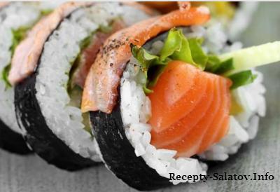 Футомаки мариан с лососем и авакадо