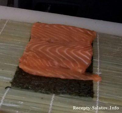 Sashimi-roll с лососем и креветки в тэмпуре