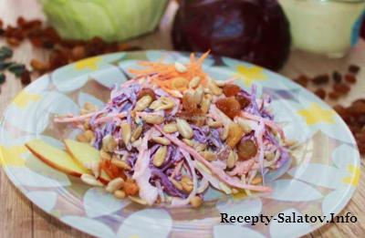 Салат коулсло из капусты с яблоками и изюмом