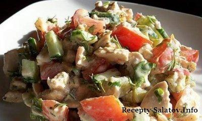 Сочный салат из куриной грудки и яблок