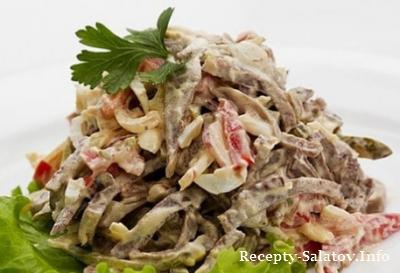 Салат с нежным языком из свинины и помидором