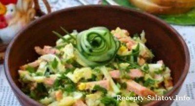 Картофельный салат с колбасой и яйцами