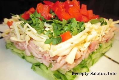 Свежий и сочны салат с ветчиной и огурцами