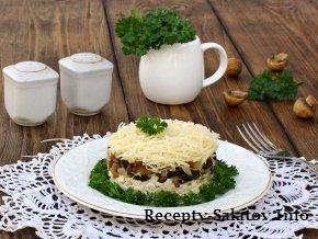 Вкусный салат с курицей шампиньонами и сыром