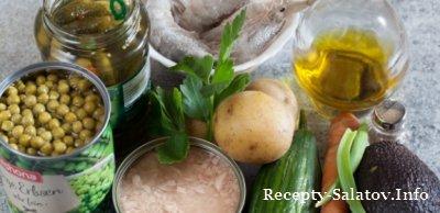 Сочный салат «Оливье» с креветками и тунцом